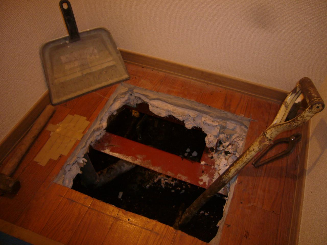 床 漏水事故 はがし 工事
